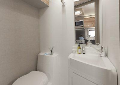 Swift Edge 486 shower room